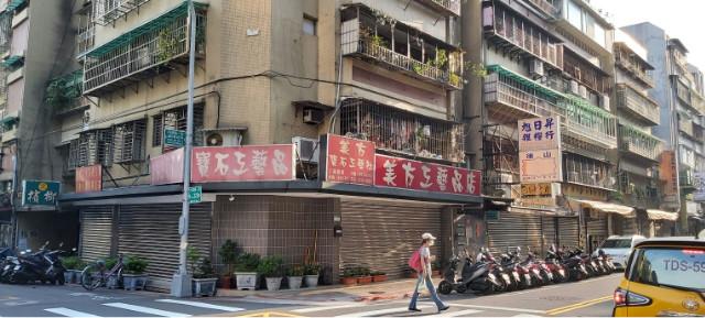 西湖捷運收租寶,台北市內湖區內湖路一段