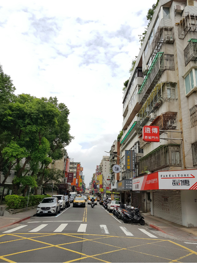 國泰中山國中捷運一樓,台北市中山區民權東路三段